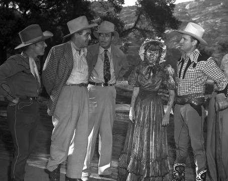 1603_19 Horizontal B&W Lynne Roberts is covered in mud on set with Gene Autry in a scene from Sioux City Sue, © 1946 Autry Qualified Interest Trust and The Autry Foundation