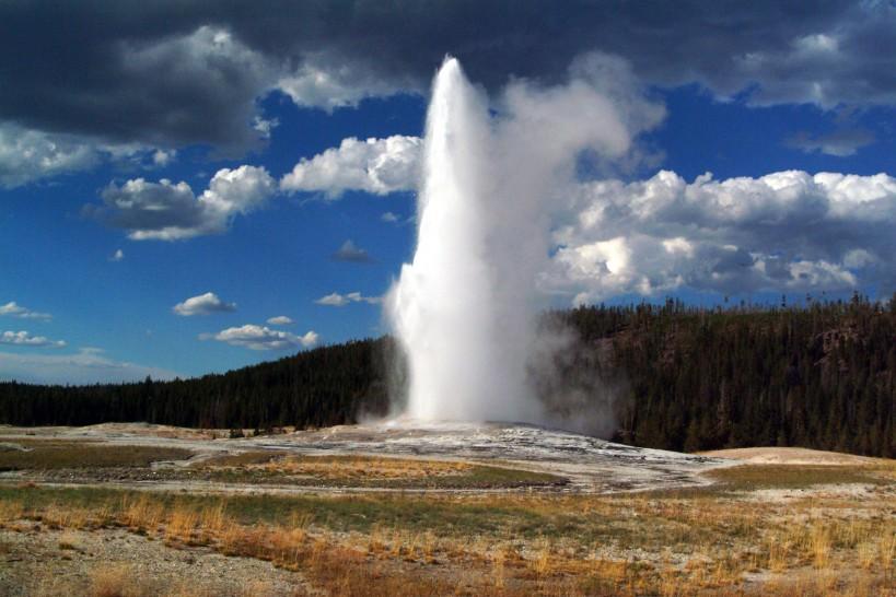 Old Faithful erupting; Yellowstone National Park, Photo by Craig Mellish